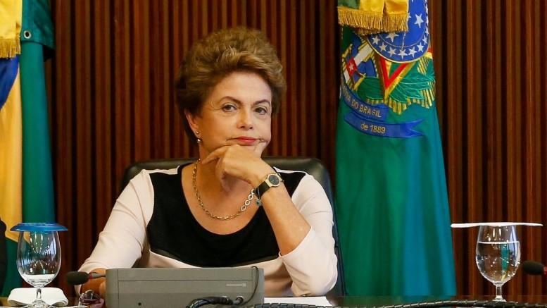 Dilma avalia momento de enviar proposta de novas eleições