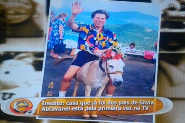 Silvio Santos montado em um jegue