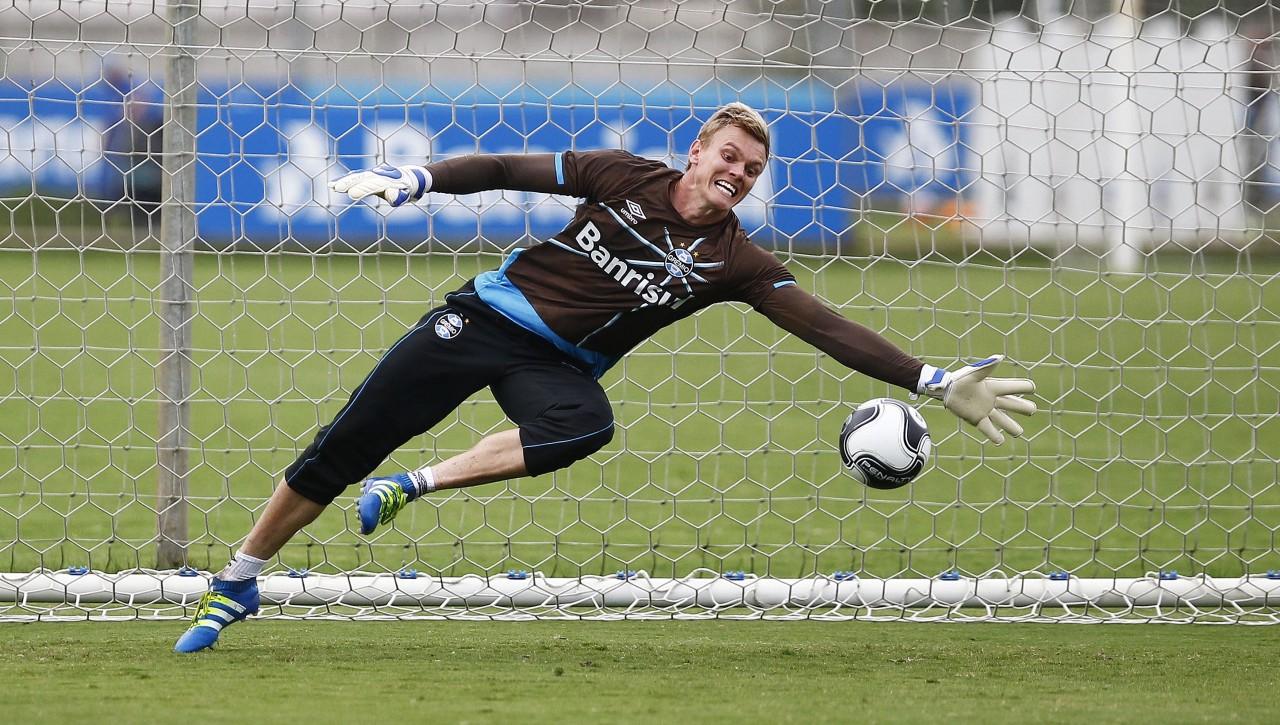 Goleiro Douglas, que veio emprestado do Corinthians, segue treinando no Tricolor. (Foto: Lucas Uebel/Grêmio)