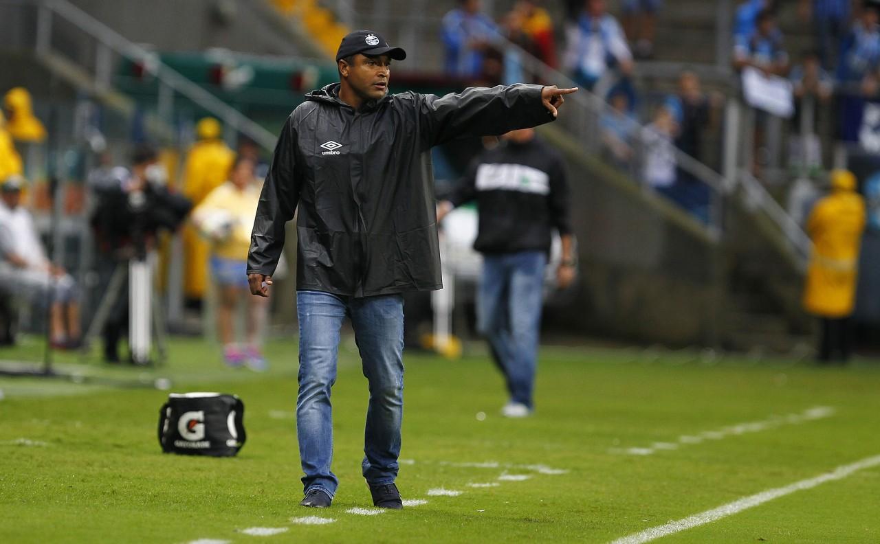 Técnico e jogadores do Grêmio demonstram abatimento com eliminação 3bc8d9a90ad26