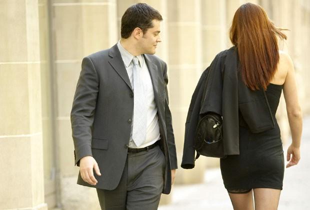 0157b6c5bb Pesquisa revela que 86% das mulheres brasileiras já sofreram assédio em  público