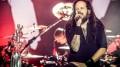 O cantor Jonathan Davis, vocalista do Korn, durante o show da banda no Rock in Rio Lisboa.  (Foto: Divulgação)