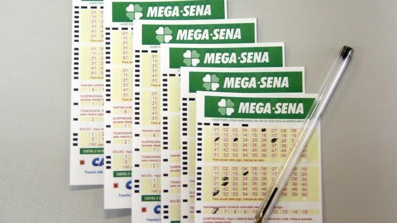 A Mega-Sena pode pagar 2 milhões e meio de reais neste sábado 881df05a92aa9