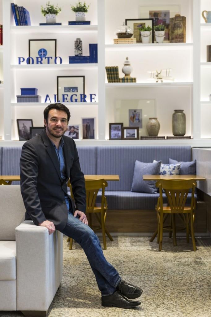 O designer de interiores Ney Nunes. (Foto: Thomas Erh/divulgação)