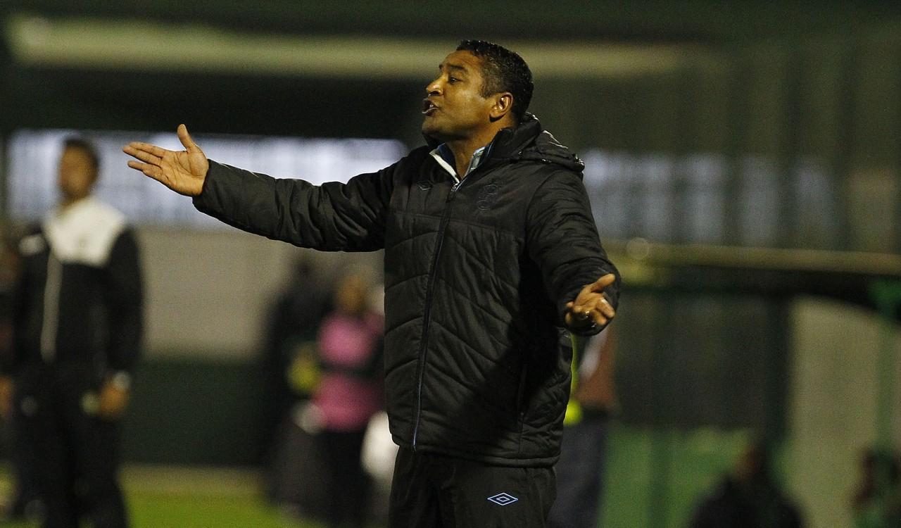 Roger diz não ao Corinthians e trabalha bola aérea no Grêmio 720eab343c80e