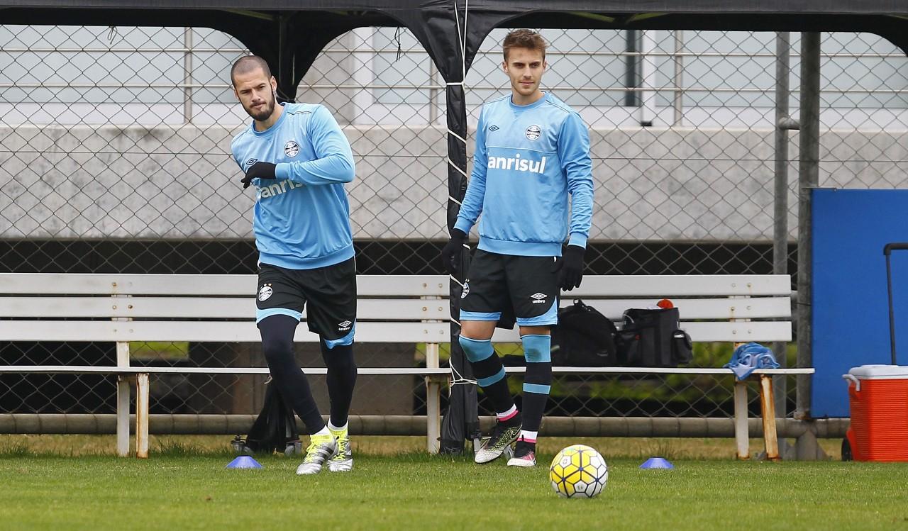 Defesa terá Fred (E) e Bressan como titulares por causa de lesões. (Foto: Lucas Uebel/Grêmio)