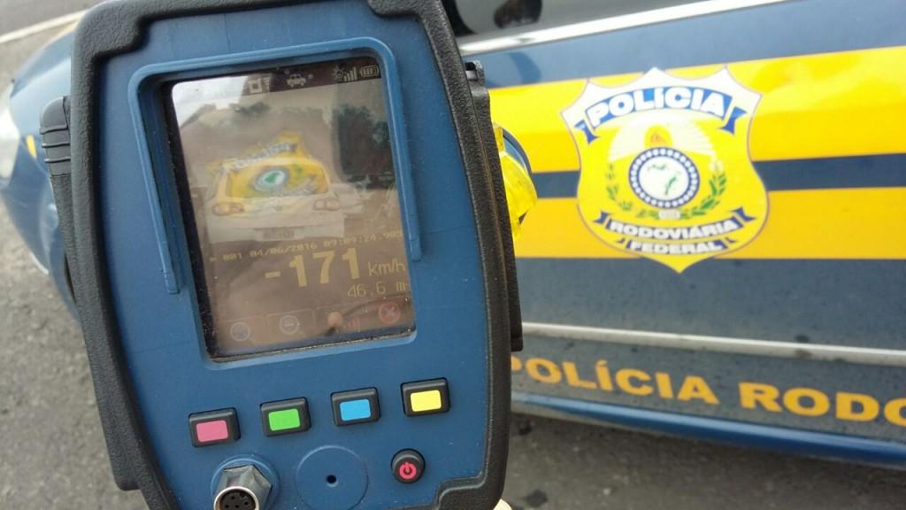 Desde o início deste ano, foram aplicadas mais de 35 mil multas por excesso de velocidade nas rodovias federais do Estado (Foto: PRF/Divulgação)