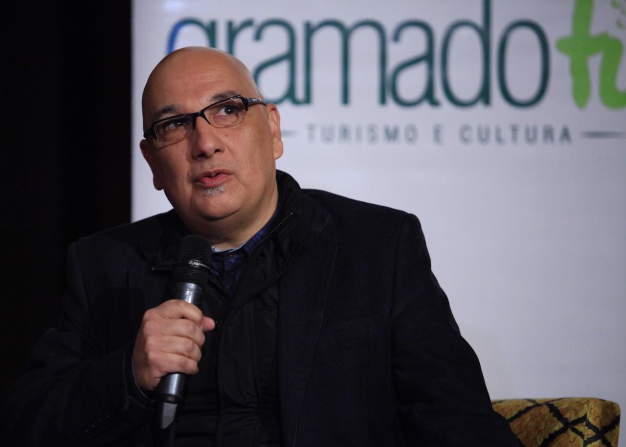 O secretário de Cultura do Estado, Victor Hugo, no evento de lançamento na Cinemateca Capitólio. (Foto: Cleiton Thiele/PressPhoto/Divulgação.)