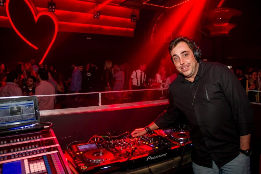 O DJ Fofão foi um dos responsáveis por agitar a festa da Provocateur. (Foto: Pedro Antonio Heinrich/especial)