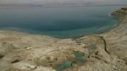 O impressionante encolhimento do Mar Morto: imagens aéreas mostram crateras formadas por recuo das águas (Foto: Reprodução/BBC)