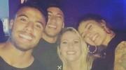 Neymar e Rafinha Alcântara com convidadas de festa. (Crédito: Reprodução)