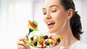 Pessoas que mudaram os hábitos de quase nenhuma fruta e vegetal a oito porções diárias experimentaram um aumento na satisfação de vida equivalente a conquistar um novo emprego. (Foto: Reprodução)