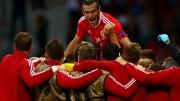 Galeses comemoram vitória por 3 a 1. (Foto: Euro/Twitter/Reprodução)