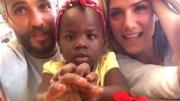 Processo  para adotar a pequena Titi teve de ser feito no  Malauí e  demorou cerca de um ano. (Foto: Reprodução)