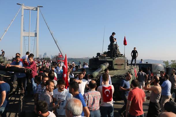 Resultado de imagem para imagens do golpe na turquia