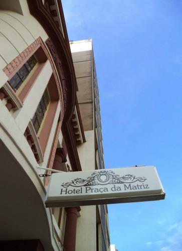 No detalhe: a fachada do renovado Hotel Praça da Matriz. (Foto: Marcello Campos/divulgação)
