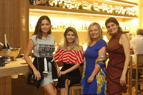 Rebeka Guerra, Carol Tognon, e Carmen e Ana Paula Ferrão no movimentado coquetel para digital influencers no Hotel Hyatt, no Rio de Janeiro. (Foto: João Viegas/Divulgação)