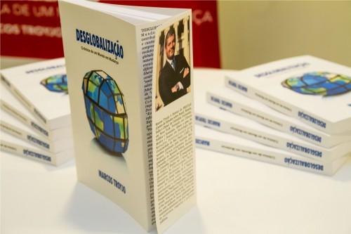 """Livro """"Desglobalização"""", do colunista da revista Voto, Marcos Troyjo, foi lançado em evento no Instituto Ling. (Foto: Pedro Antonio Heinrich/especial)"""