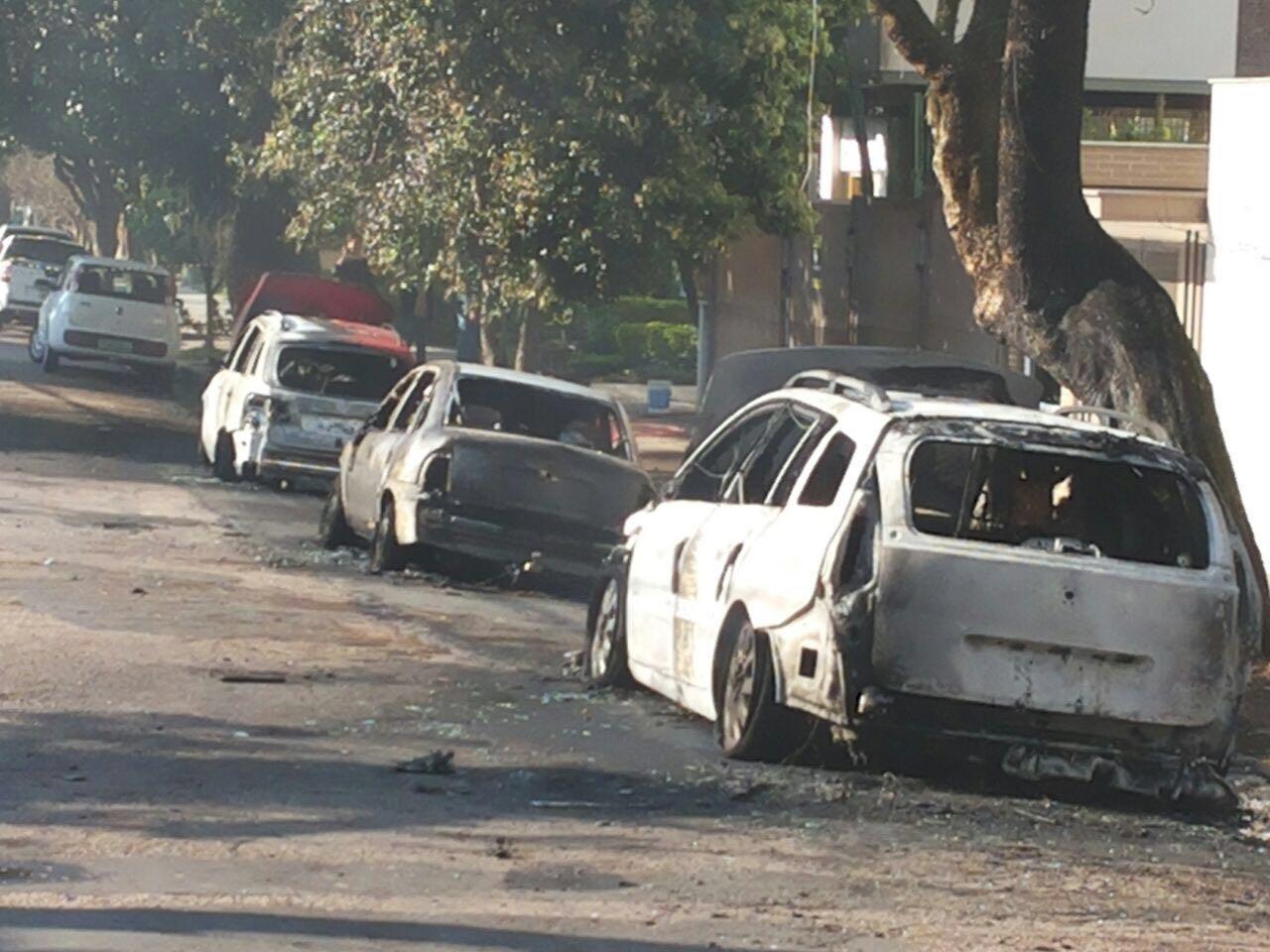 jardim ipe porto alegre: três carros pegam fogo no bairro Petrópolis, em Porto Alegre
