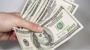 A moeda norte americana caiu 1,21%, vendida a R$ 3,2323. (foto: reprodução)