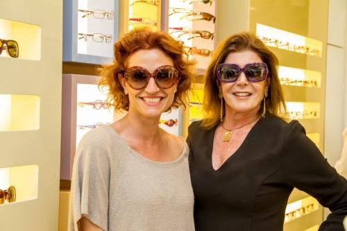 Maysa Bonissoni e Salete Foernges provaram os modelos de óculos para o verão 2017 durante a ocasião de drinques no novo espaço do Praia de Belas Shopping. (Foto: Pedro Antonio Heinrich/especial)