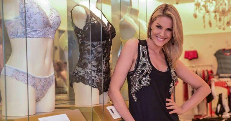 4794aba393099 Ana Hickmann participa de lançamento de lingeries e posa para fotos ...