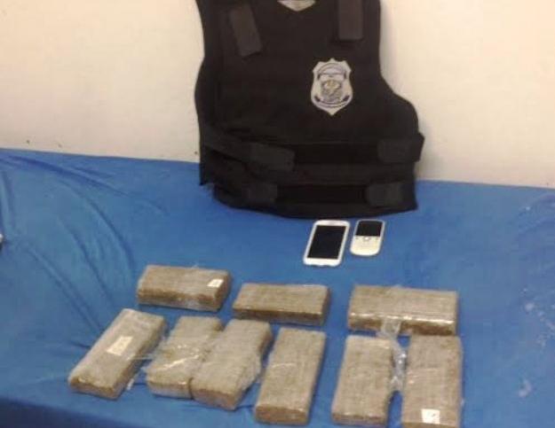O material foi arremessado para pátio interno da casa de detenção. (Foto: Susepe/Divulgação)