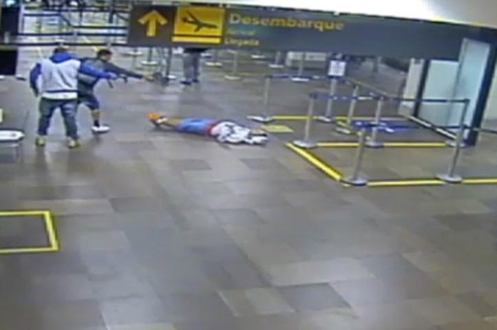 Vítima levou cerca de 20 tiros (Foto: Reprodução)