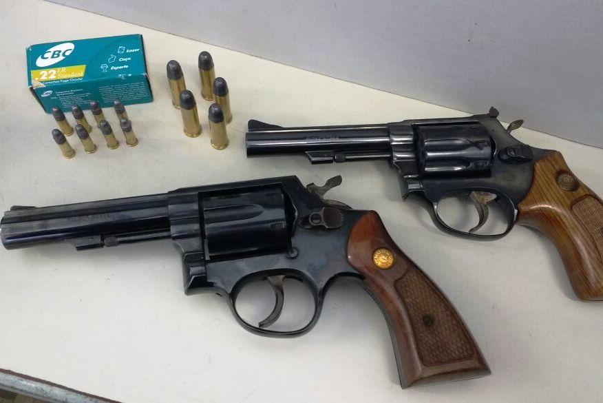 Armas apreendidas. (Foto: Polícia Civil/Divulgação)
