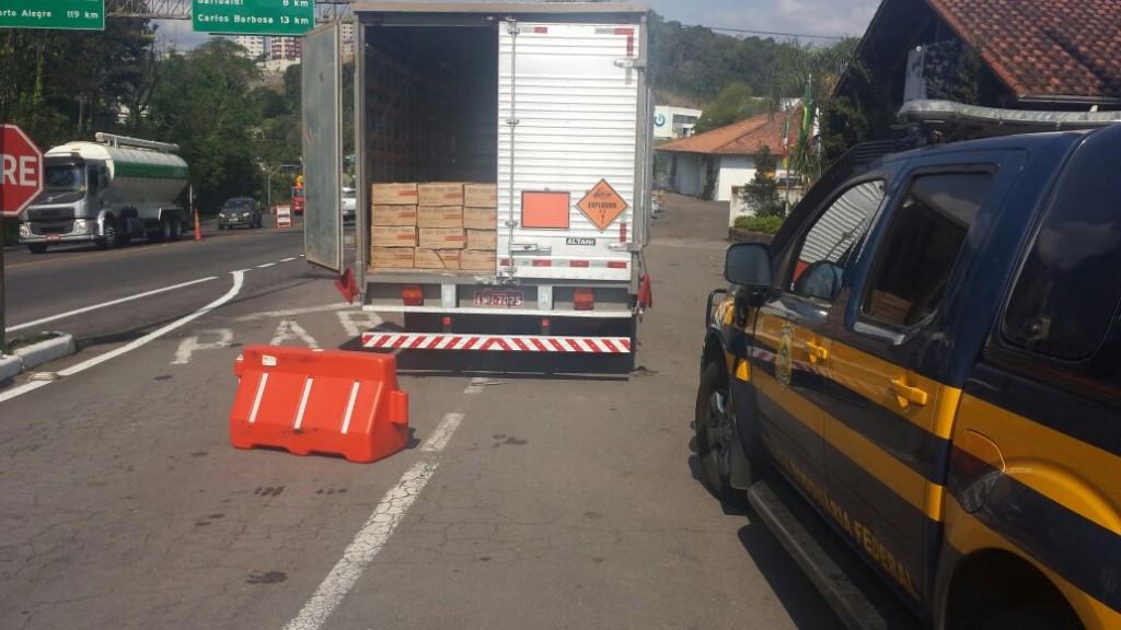O flagrante foi feito pela Polícia Rodoviária Federal na BR-470, em Bento Gonçalves. (Foto: PRF/Divulgação)