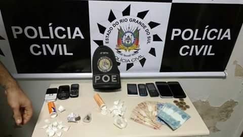 Polícia apreendeu drogas e dinheiro durante a ação. (Foto: PC/Divulgação)