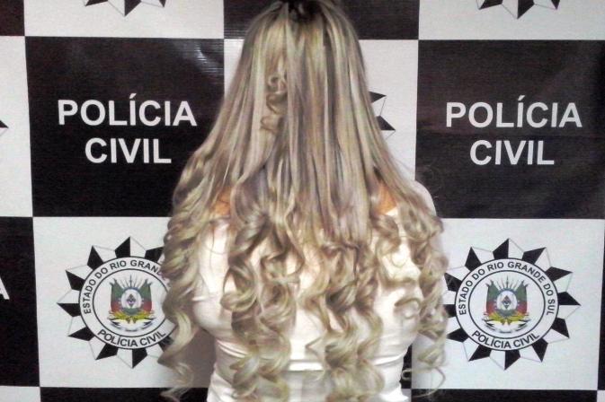 Mulher de 28 anos foi presa no seu apartamento. (Foto: Polícia Civil/Divulgação)