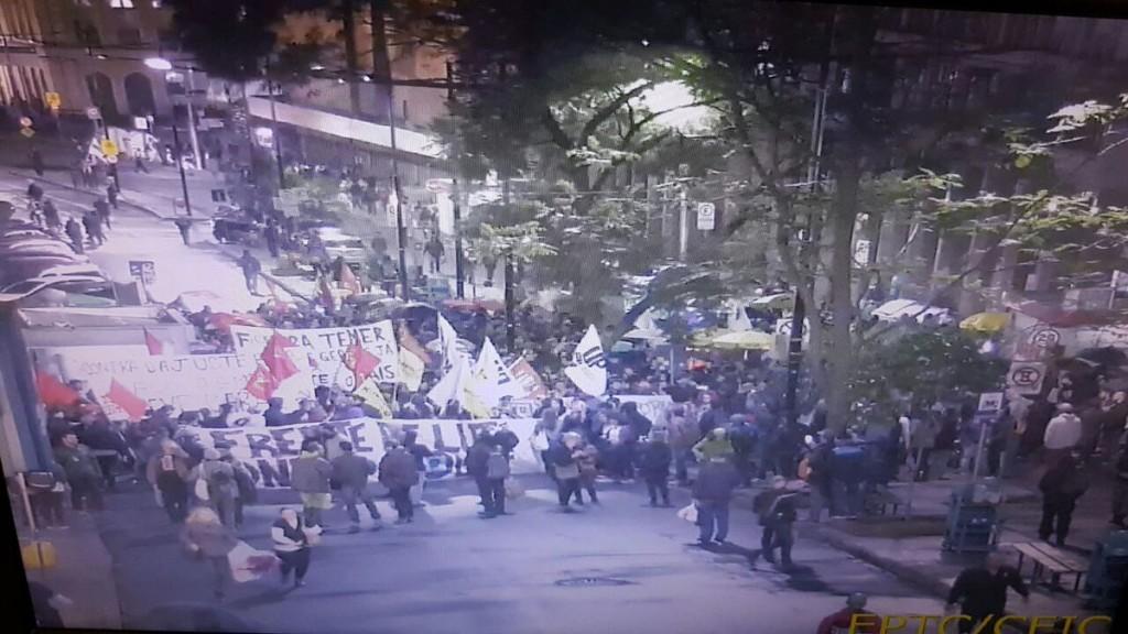 Manifestantes se concentraram na Esquina Democrática, no Centro da capital gaúcha. (Foto: EPTC)