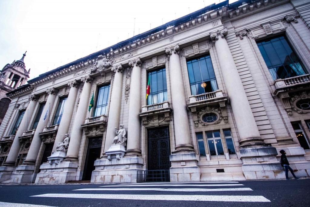 Documento é uma exigência legal decorrente das mudanças provocadas pelo acordo da dívida do Estado com a União, que reduziu as despesas previstas para os dois próximos anos. (Foto: Jackson Ciceri/ O Sul)