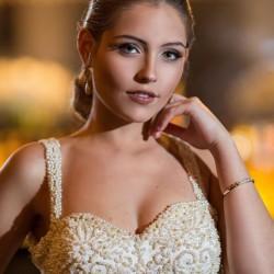 O penteado da modelo Gabriela Barivieira foi feito por Gabi Santos, com maquiagem de Cris Ferreira. (Foto: Jorge Scherer/Divulgação)