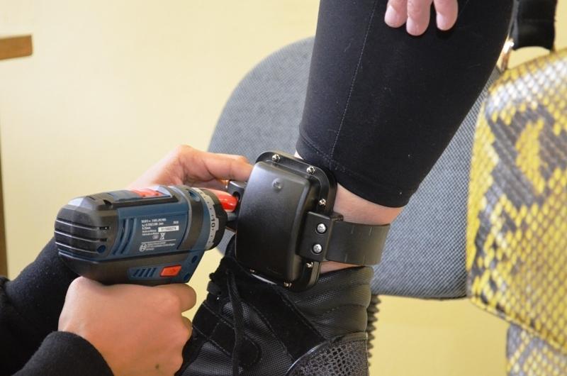 Susepe instalou 225 novas tornozeleiras entre os dias 1º e 7 de setembro. (Foto: Neiva Motta/Susepe)