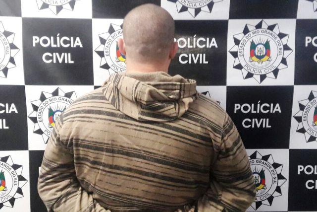 """Um homem de 30 anos foi preso e com ele apreendido um """"Jammer"""", equipamento eletrônico utilizado para bloquear o sinal de rastreador de caminhão. (Foto: Polícia Civil/Divulgação)"""
