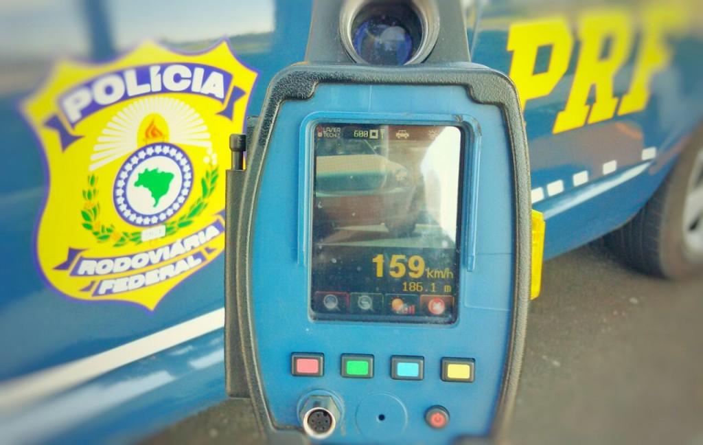 Um veículo Beatle foi flagrado a 159 km/h, na BR-290. (Foto: PRF/Divulgação)