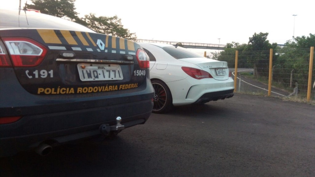 Homem dirigia um Mercedes-Benz (Foto: PRF/Divulgação)