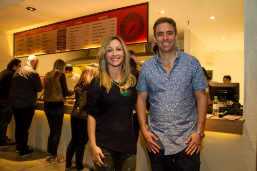 A jornalista Andressa Foresti e Andres Busser, sócio do Kaichili Mexican Kitchen. (Foto: Pedro Antonio Heinrich/especial)