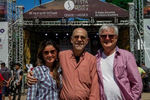 Manoela Vieira, Fernando Baril e Fernando Vieira, que organiza a Festa Nacional da Música em Porto Alegre. (Foto: Pedro Antonio Heinrich/especial)