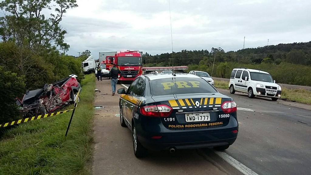 O trânsito chegou a ficar totalmente bloqueado na altura do quilômetro 309 da rodovia.(Foto:PRF/Divulgação)