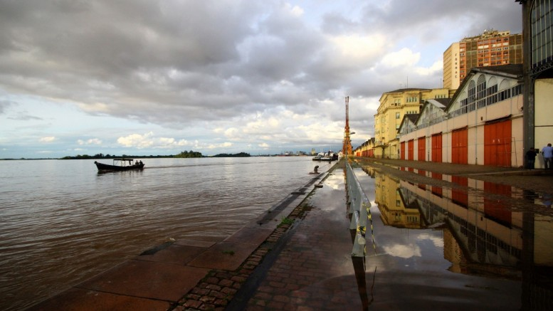 Há um ano, nível do Guaíba atingiu uma marca histórica no Cais Mauá (Foto: Banco de Dados)