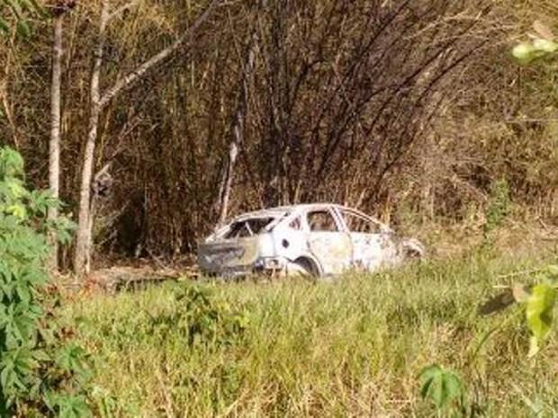 Veículo e corpo foram encontrados pelo Grupamento Aéreo. (Foto: Divulgação/SSP)