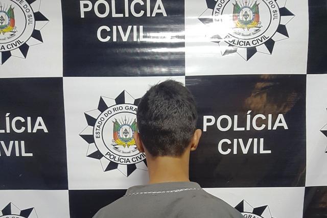 Homem de 18 anos foi preso na quarta-feira. (Foto: Polícia Civil/Divulgação)
