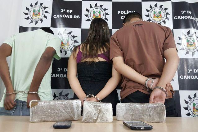 Dois homens e uma mulher foram presos em flagrante (foto: Polícia Civil/divulgação)
