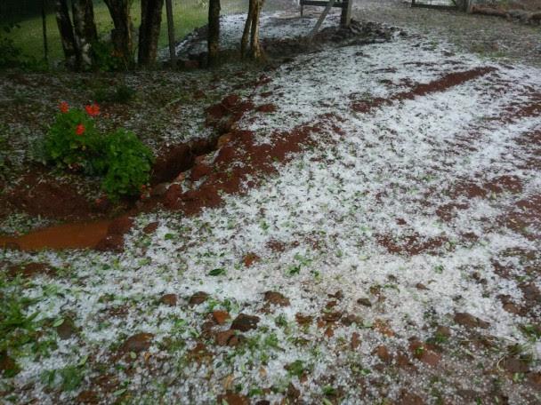 Granizo e vento forte foram registrados em Tuparendi. ( Foto: Divulgação/Defesa Civil)