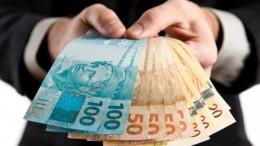 Quem falsifica dinheiro, compra ou repassa notas falsas comete crime. (Foto: Reprodução)