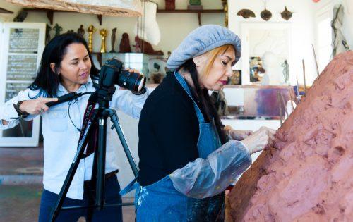 A psicanalista e cineasta Luzimar Stricher produziu um documentário sobre a vida e a obra da artista plástica Arminda Lopes. (Foto: Christiano P. Cardoso/divulgação)
