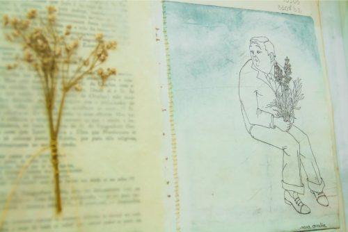 """Em sua mostra """"Paisagem Moralizada"""", Nara Amélia aborda as relações entre natureza e cultura, trabalhando os seus desenhos em conjunto com texto de Marcel Proust. (Pedro Antonio Heinrich/especial)"""